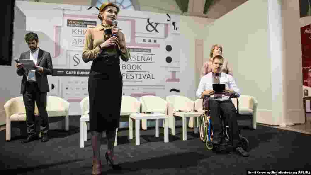 Марина Порошенко вимовляє промову на церемонії відкриття фестивалю
