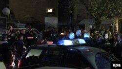 Поліція на місті нападу у школі з виборчими дільницями на півночі Косовської-Митровиці, 3 листопада 2013 року