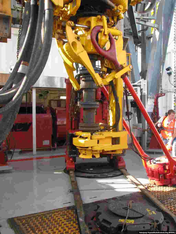 «Петро Годованець» може бурити морський ґрунт більш як на 9 кілометрів у глибину.