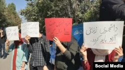 Students protest during Iranian President's speech at Tehran University, October 16, 2019