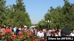 Траурное мероприятие в Шымкенте в День памяти жертв политических репрессий. 31 мая 2017 года.