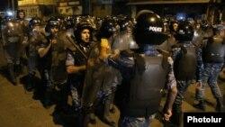 Armenia - Riot police confront protesters on Khorenatsi Street in Yerevan, 29Jul2016.