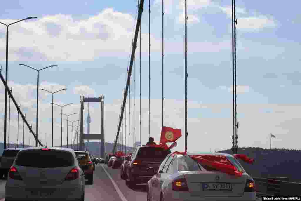 По официальным данным, в Турции проживает свыше 25 тыс. кыргызстанцев.