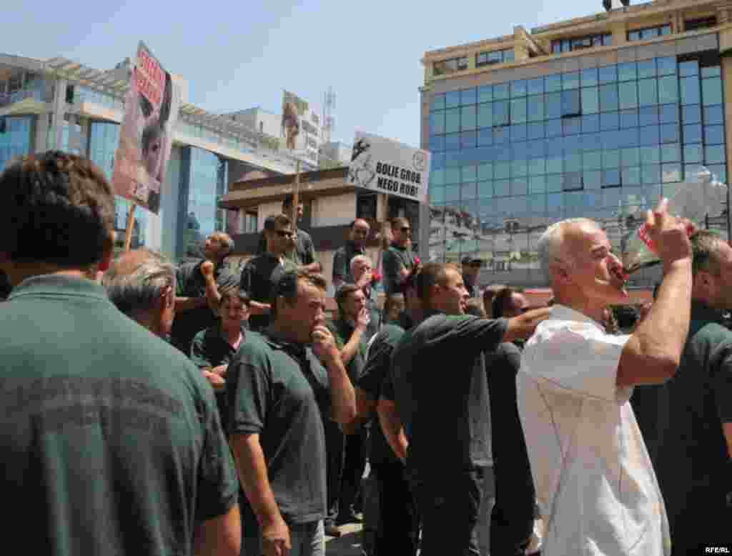 FOTO: Savo Prelević - Štrajk radnika nikšićkih Rudnika boksita, 12. jul 2010.