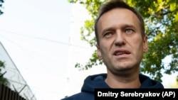 Соратники Олексія Навального вважають, що влада Росії хоче унеможливити фінансування регіональних штабів опозиціонера
