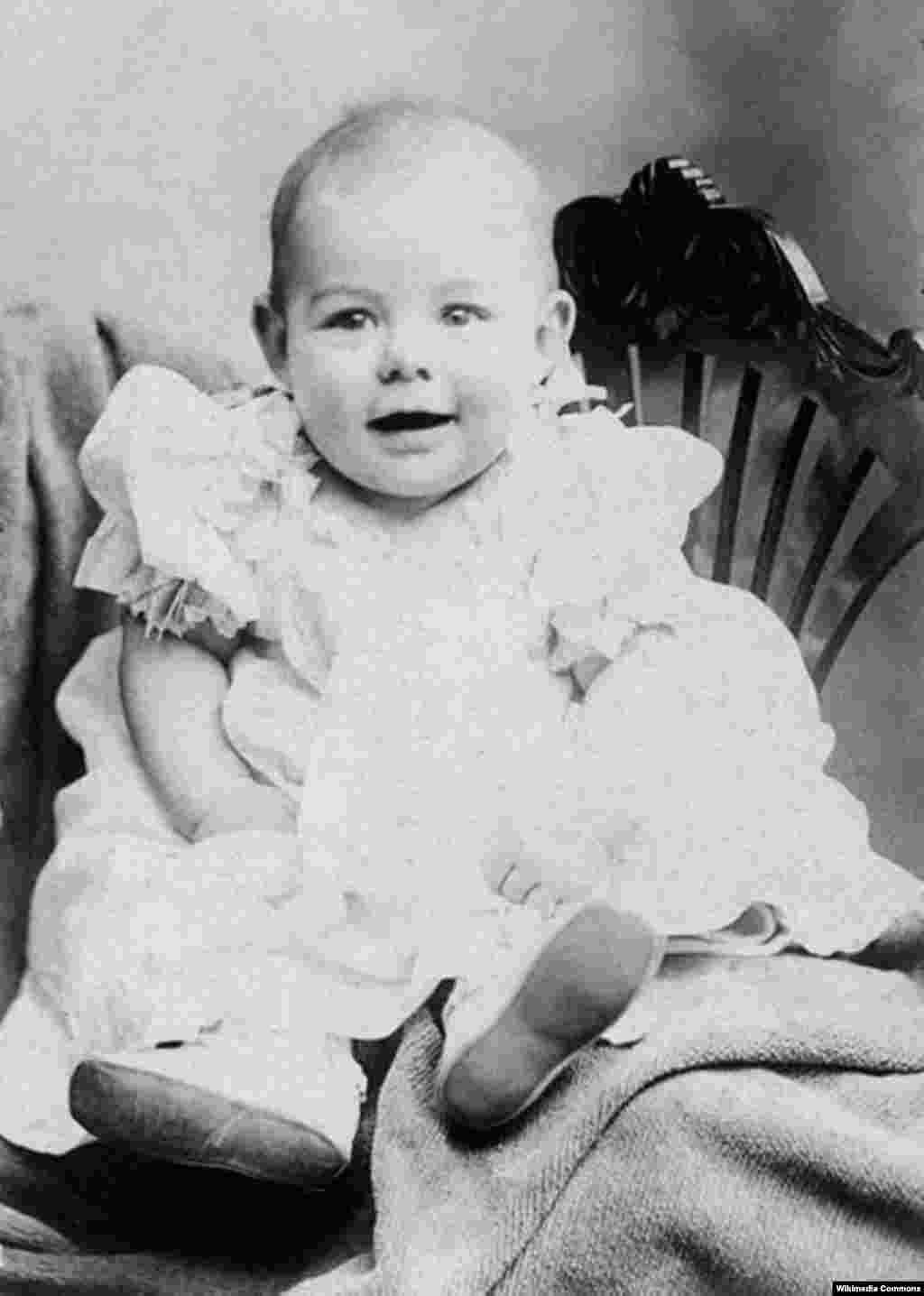 ارنست میلر همینگور سال ۱۸۹۹ به دنیا آمد.