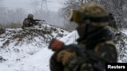Українські військовики на позиціях під Дебальцевом, 16 лютого 2015 року