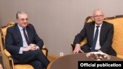 Министр иностранных дел Армении Зограб Мнацаканян (слева) и председатель парламента Эстонии Эйки Нестор, Таллин, 7 февраля 2019 г.