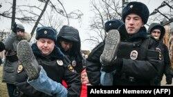 Задержание протестующего против поправок в Конституцию. Москва, 19 января 2020 года