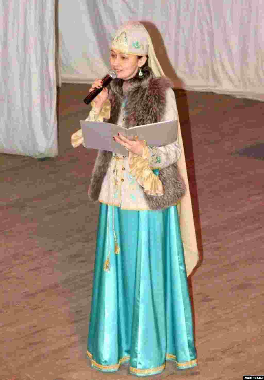 Сөмбелә бәйрәмен Наилә Сабирҗанова алып барды.