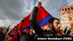 Ваша Свобода | Перемога «майдану» у Вірменії: наслідки для Росії та України