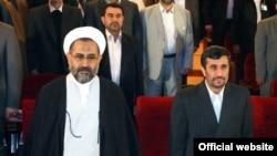 محمود احمدی نژاد (راست) همراه با حیدر مصلحی، وزیر اطلاعات جمهوری اسلامی ایران