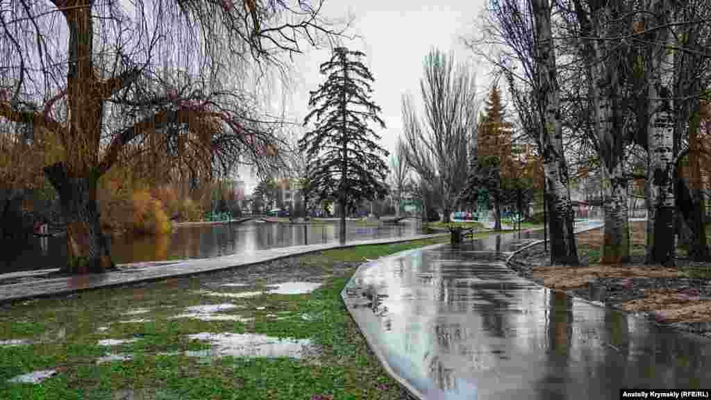 У Гагарінському парку людей майже не зустрінеш