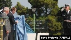 Otkrivanje spomenika žrtvama svih civilnih ratova na području bivše Jugoslavije od 1991. to 2001. Podgorica, 2011.