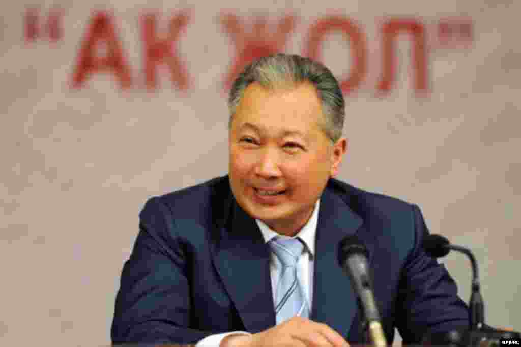 "Курултайда президент Курманбек Бакиев сөз алып, өзүнүн идеологиясы, платформасын жарыялады. - Kyrgyzstan - Congress of Pro-Presidential Party ""Ak jol"" to nominate K.Bakiev to Presidential Election. 1May2009"