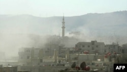 Дым над зданиями после химической атаки на окраине Дамаска, 21 августа 2013