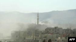 Облако дыма, поднявшееся над Дамаском в результате предполагаемого применения химического оружия.