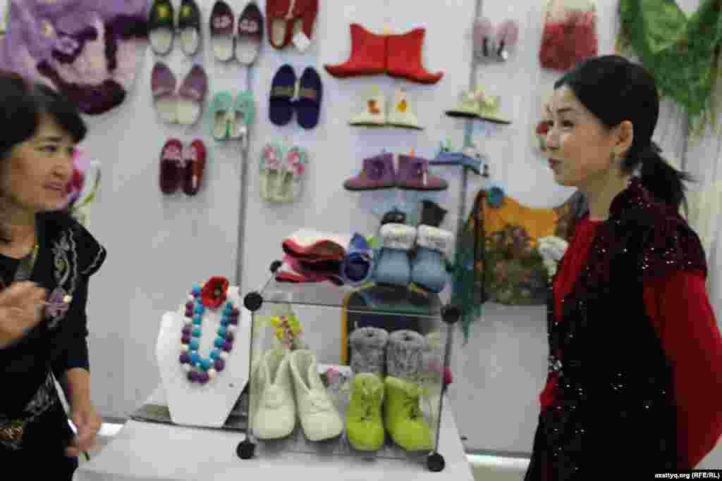 Обувь, изготовленная из войлока.