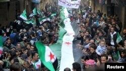 Антиправительственная демонстрация под флагом Свободной сирийской армии (FSA). Алеппо, 11 марта 2016 года.