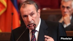 Armenia -- Former President Levon Ter-Petrosian delivers a speech at an opposition party congress in Yerevan, 17July 2010.