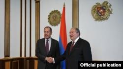 Президент Армении Армен Саркисян (справа) сегодня принимает министра иностранных дел России Сергея Лаврова, Ереван, 11 ноября 2019 г.