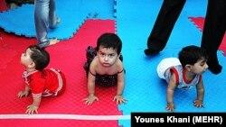 Соревнования между детьми в иранском городе Варамин. 15 июня 2011 года.