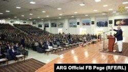 محمد اشرف غنی رئیس جمهور افغانستان حین سخنرانی به نیروهای امنیتی و دفاعی افغانستان در وزارت دفاع
