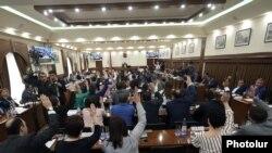 Երևանու ավագանու նիստ