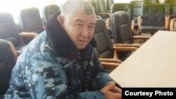 Жаңаөзен қалалық ішкі істер департаментінің бастығы Амангелді Досаханов қоғамдық комиссия мүшелерімен келіссөз жүргізіп отыр. 25 ақпан, 2012 жыл.