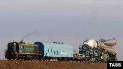 """Транспортировка ракеты """"Союз"""" на космодром Байконур. 25 марта 2015 года."""