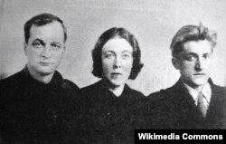 Andey Platonov və Arvadı Mariya Platonova oğlanları ilə birlikdə.