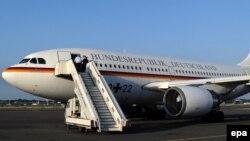 Самолет в аэропорту Берлина