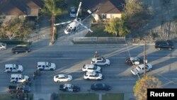 Полицейский вертолет над Сан-Бернардино, где произошел инцидент со стрельбой. 2 декабря 2015 года.