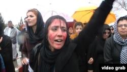Женщины вышли на акцию протеста после жестокого убийства Фархунды. Кабул, 24 марта 2015 года.