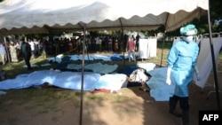 نیروهای امنیتی و مقامهای امدادی پس از ورود به شهر جنازهها را از مکانهای مختلف جمع کردهاند