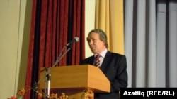 профессор Энгель Таһиров