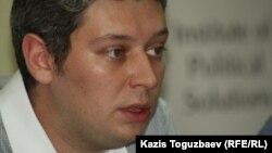 Vласть интернет-журналының бас редакторы Вячеслав Абрамов. Алматы, 4 қазан 2012 жыл.