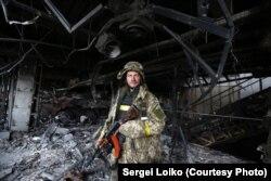 Український військовослужбовець у Донецькому аеропорті. Жовтень 2014 року (Фото: Сергій Лойко)