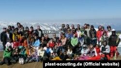 Пластуни-учасники Лещетарського табору неподалік Зальцбурґа, Австрія (фото німецького «Пласту»)