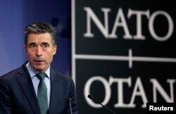 НАТО бас хатшысы Андерс Фог Расмуссен баспасөз мәслихатын өткізіп тұр. Брюссель, 27 ақпан 2014 жыл.