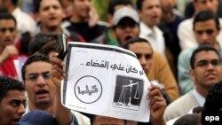 اخوان المسلمین از مردم مصر خواسته تا رفراندوم را بایکوت کنند.