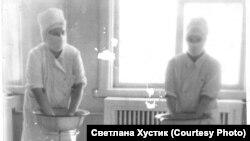 Медперсонал старой больницы в Раздолинске. 1950-е гг.