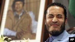 Саадзі Кадафі з партрэтам бацькі