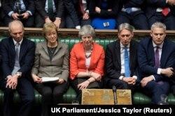 Тереза Мей (у центрі) і члени її уряду. 12 березня, 2019 року