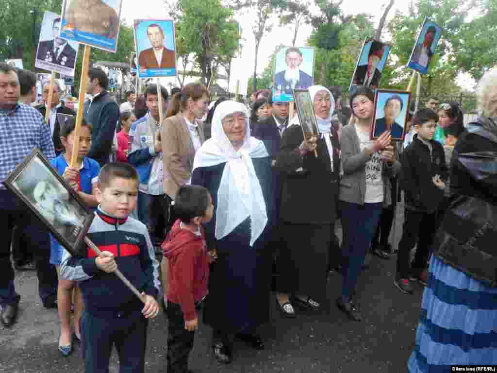 Марш завершился возложением венков и минутой молчания у Мемориала Славы в парке имени Абая.