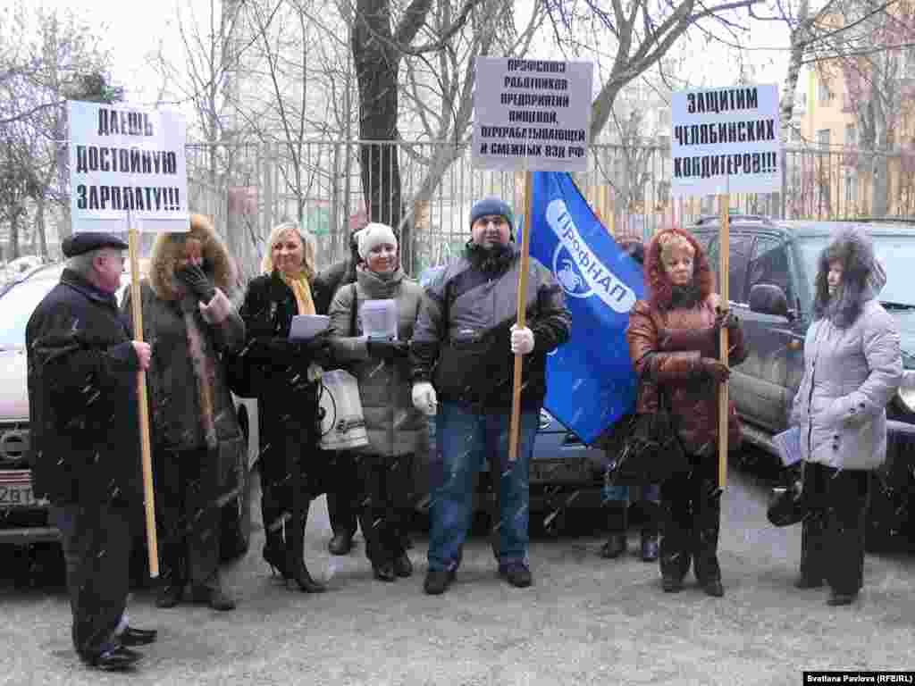 """Работникам челябинской конфетной фабрики """"Южуралкондитер"""" уже четыре года не индексируют зарплату"""