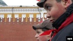 Члены пионерской организации на Красной площади в Москве. 5 марта 2015 года.
