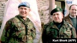 Атиф Дудакович (справа) и генерал Майкл Роуз, командующий вооруженными силами ООН в Боснии. 1994 год.