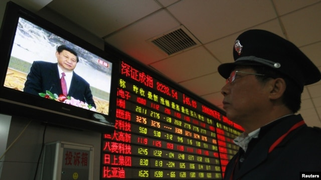 A security guard in Huaibei watches a screen showing newly appointed Communist Party General Secretary Xi Jinping speaking during a news conference.