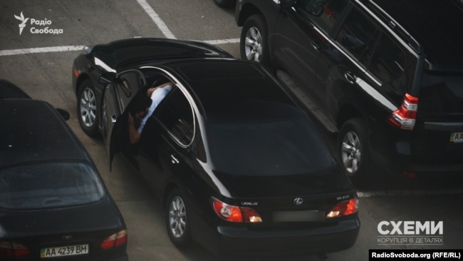 Цей Lexus щоранку приїжджає під управління
